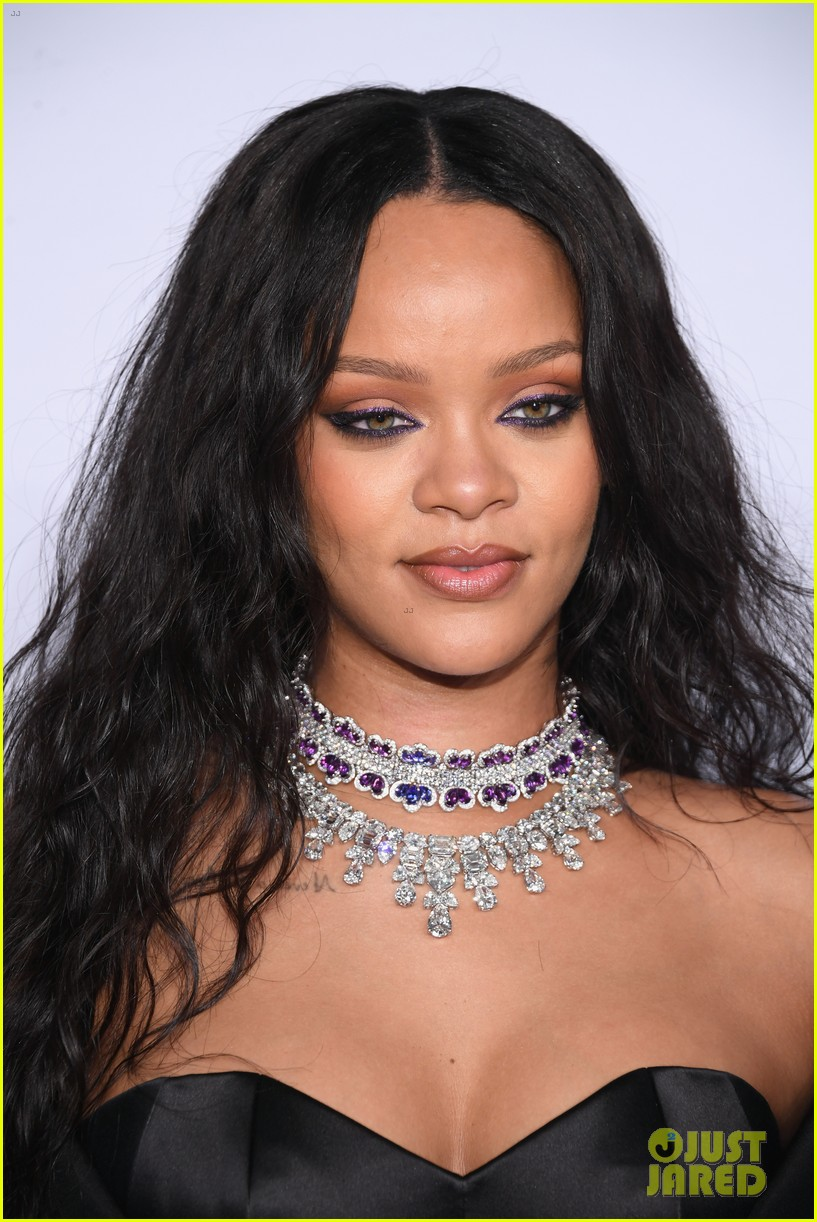 rihanna glams up for third annual diamond ball 103957240