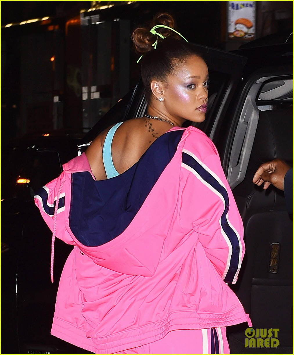 rihanna wears fenty from face to toe at her nyfw party 023954813