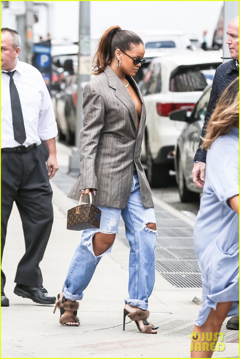 rihanna steps out in style in nyc 013953985