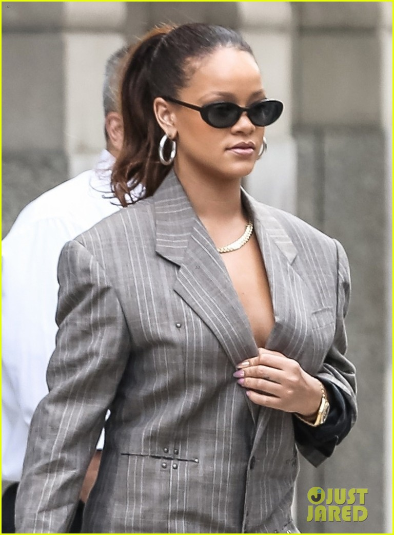 rihanna steps out in style in nyc 043953988
