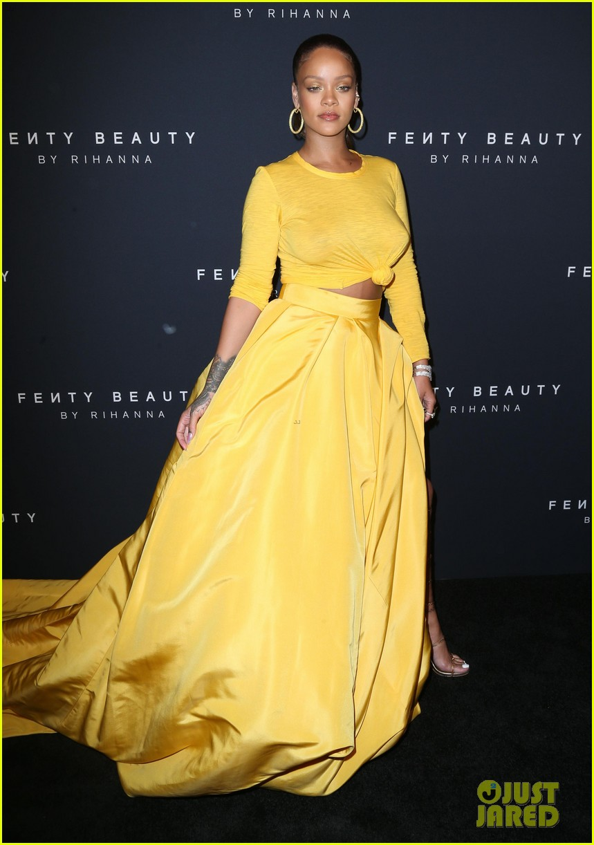 rihanna has major red carpet moment at fenty beauty launch 133952485