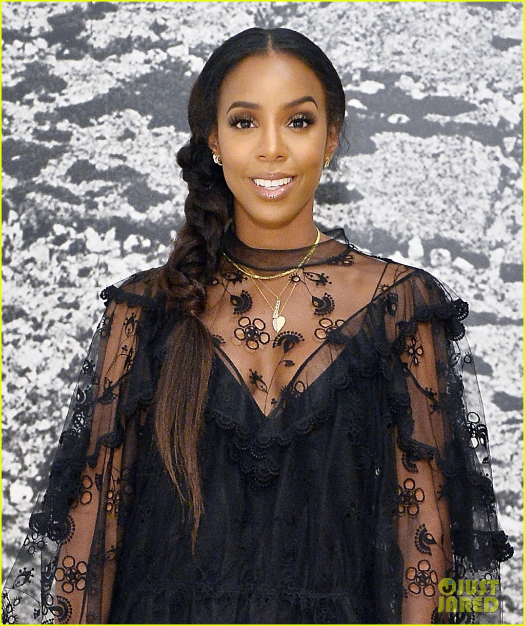 emma roberts and kelly rowland slay at chloe x moca dinner 013961648