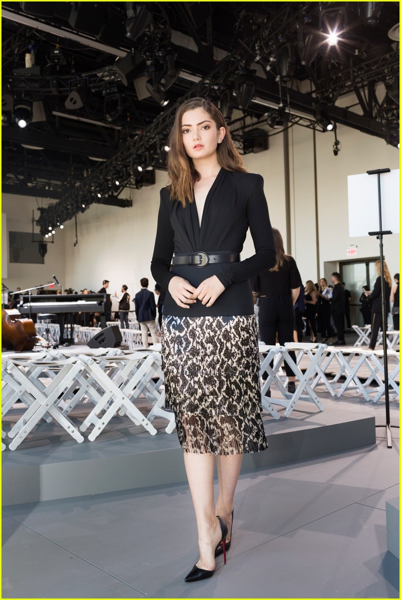 emily robinson takes nyfw by storm 023957059