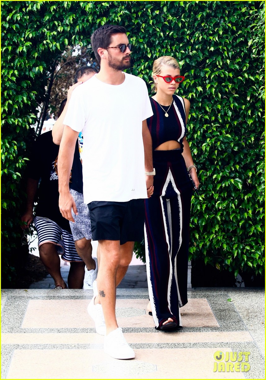 scott disick sofia richie continue pda filled vacation 033963706