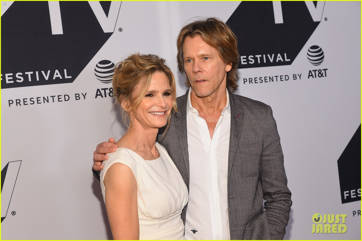 kyra sedgwick gets support from hubby kevin bacon at ten days in the valley premiere 083964029