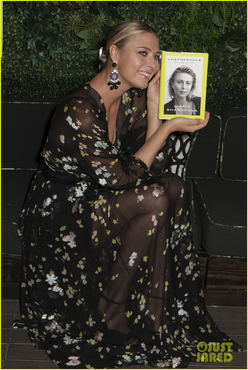 maria sharapova signs copies of her authobiography in nyc 033956206
