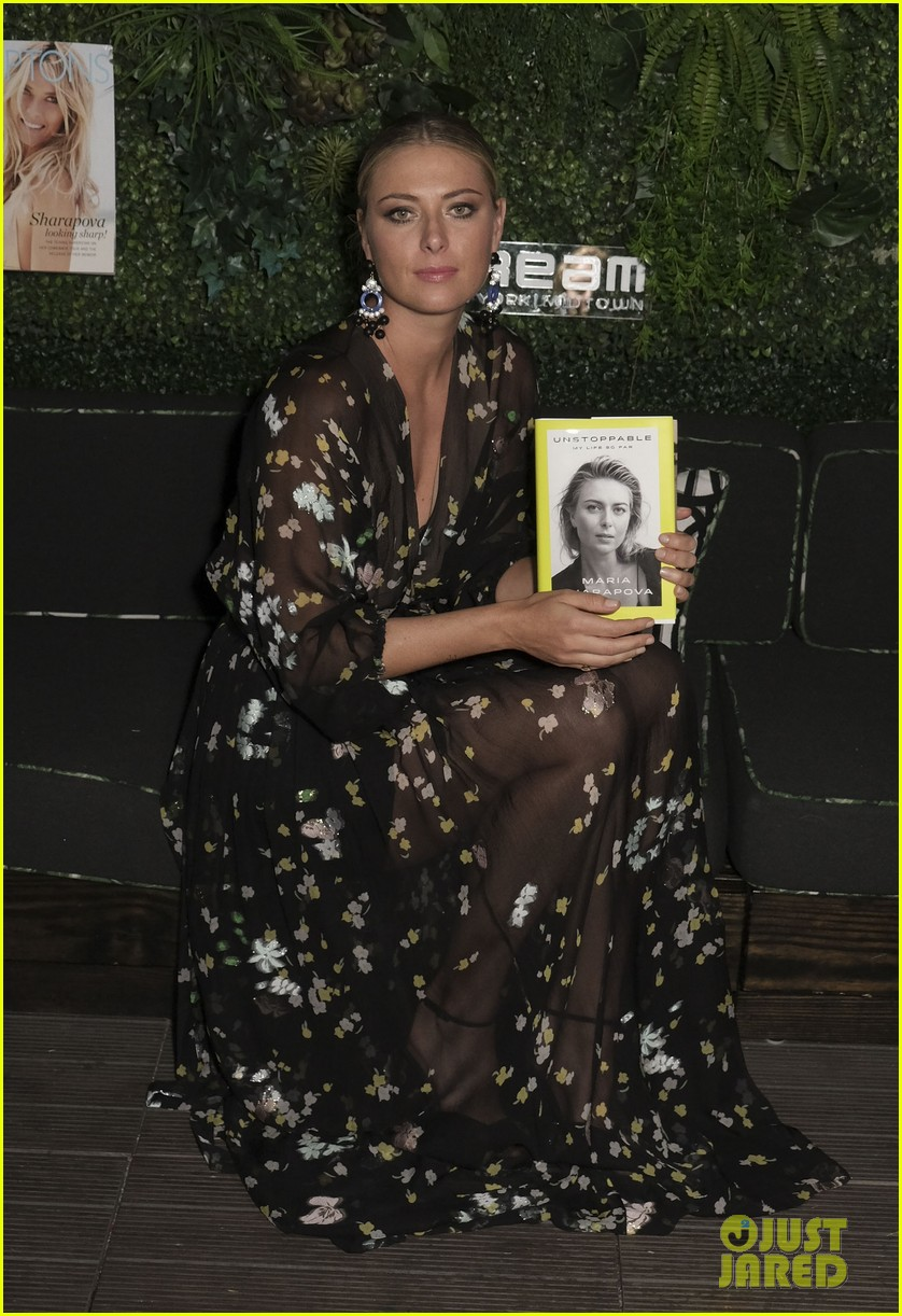 maria sharapova signs copies of her authobiography in nyc 123956230
