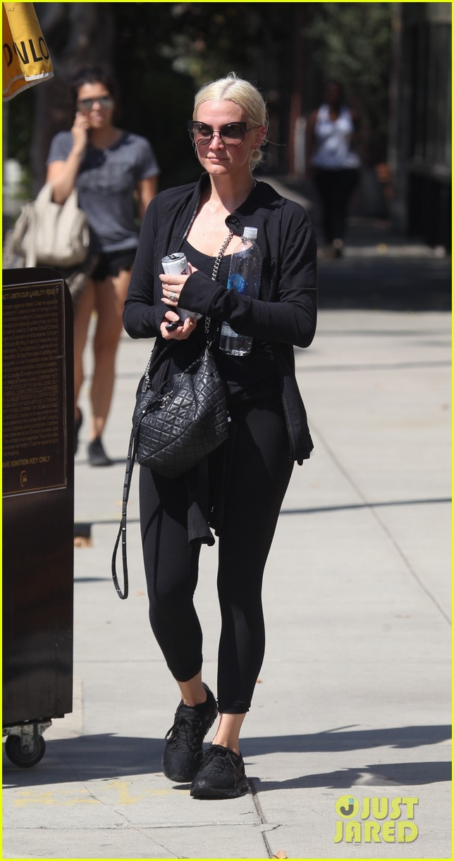 ashlee simpson starts off her day at the gym 043951623