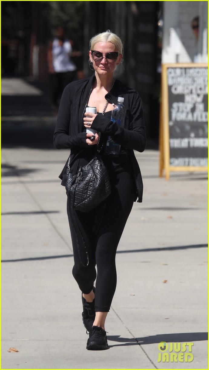 ashlee simpson starts off her day at the gym 053951624