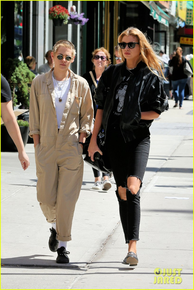 kristen stewart and stella maxwell couple up for lunch date 023949257