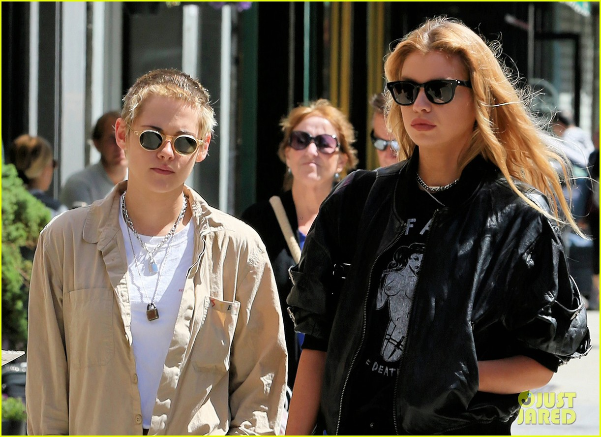 kristen stewart and stella maxwell couple up for lunch date 053949260
