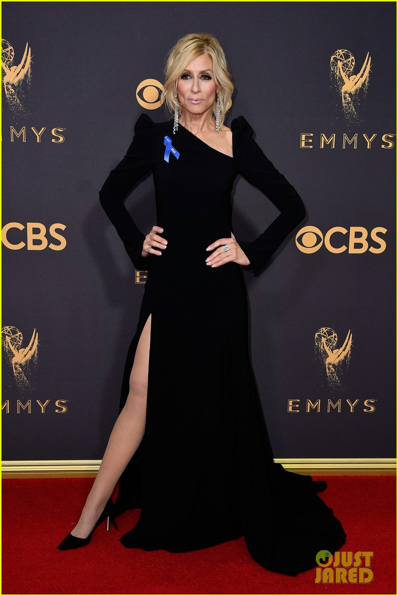 transparents jeffrey tambor judith light and kathryn hahn hit the emmys 2017 red carpet 023959633