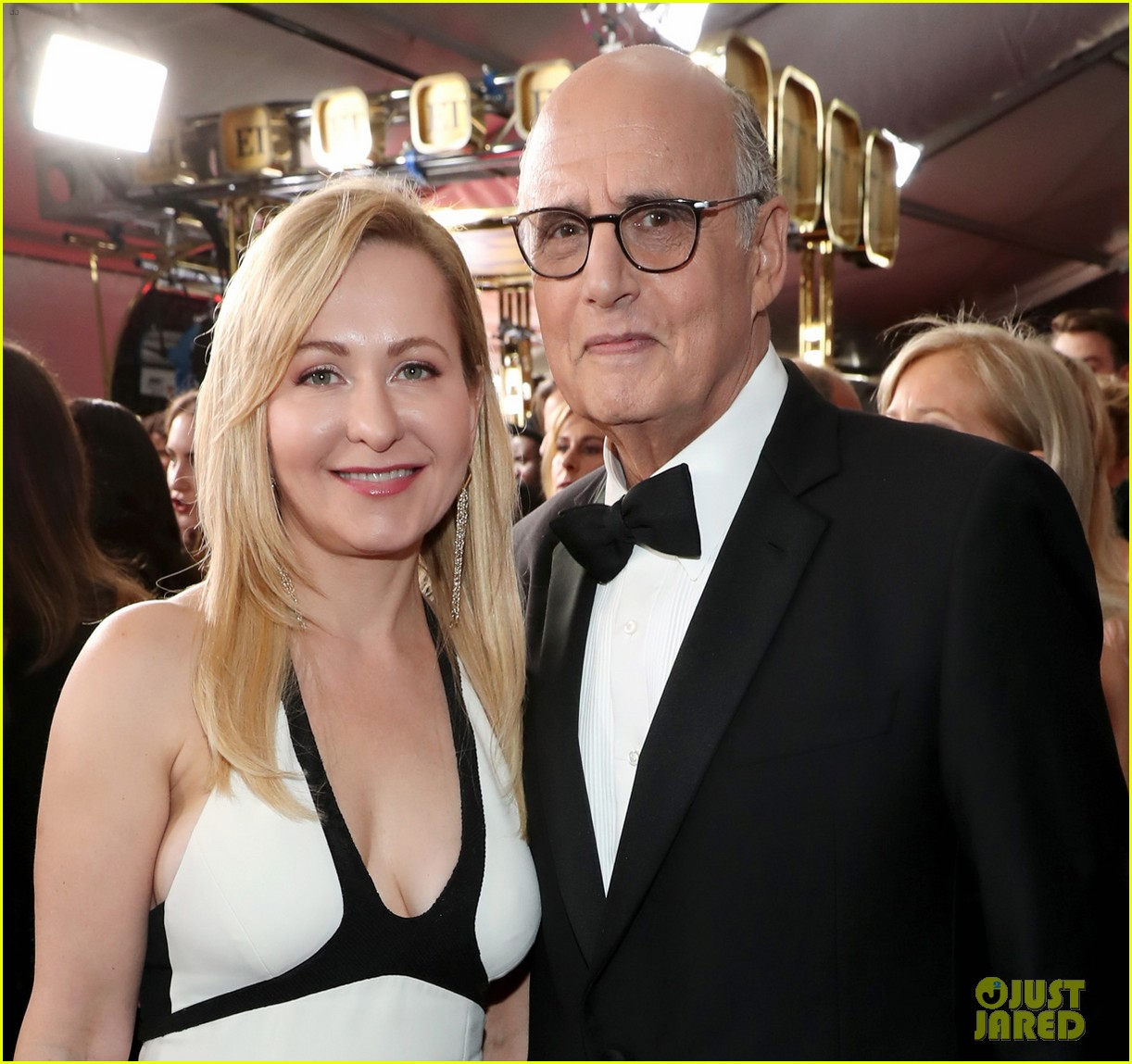 transparents jeffrey tambor judith light and kathryn hahn hit the emmys 2017 red carpet 033959634