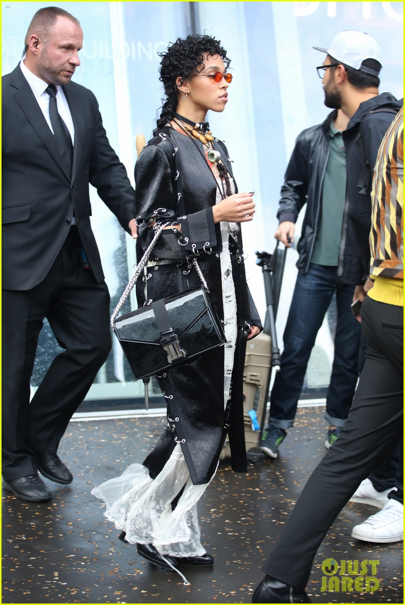 fka twigs salma hayek check out christopher kane fashion show 023960925