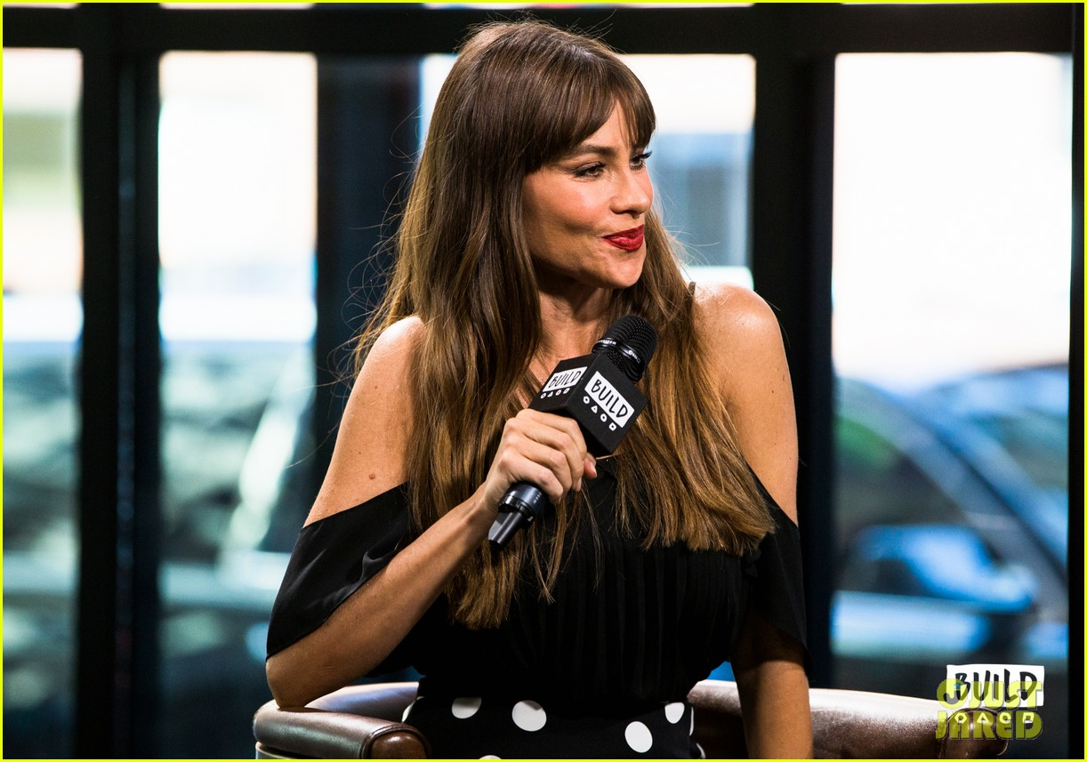 sofia vergara calls out joe manganiellos dungeon and dragons obsession 033965640