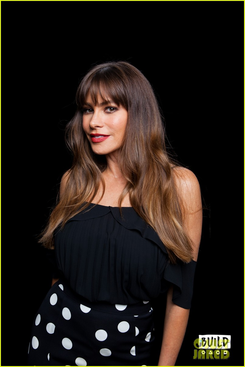 sofia vergara calls out joe manganiellos dungeon and dragons obsession 043965641