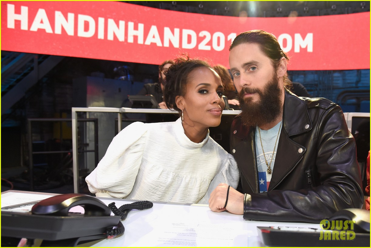 kerry washington kate hudson answer calls together at hand in hand 063955991