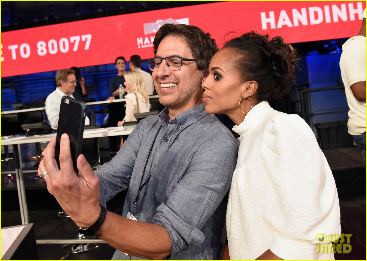 kerry washington kate hudson answer calls together at hand in hand 173956002
