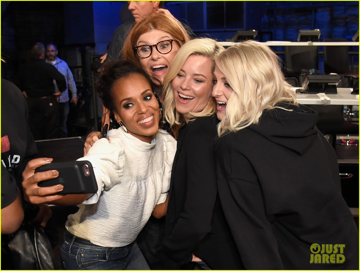 kerry washington kate hudson answer calls together at hand in hand 203956005
