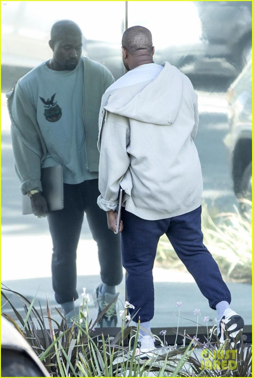 kanye west stays quiet on baby news with kim kardashian 013951215