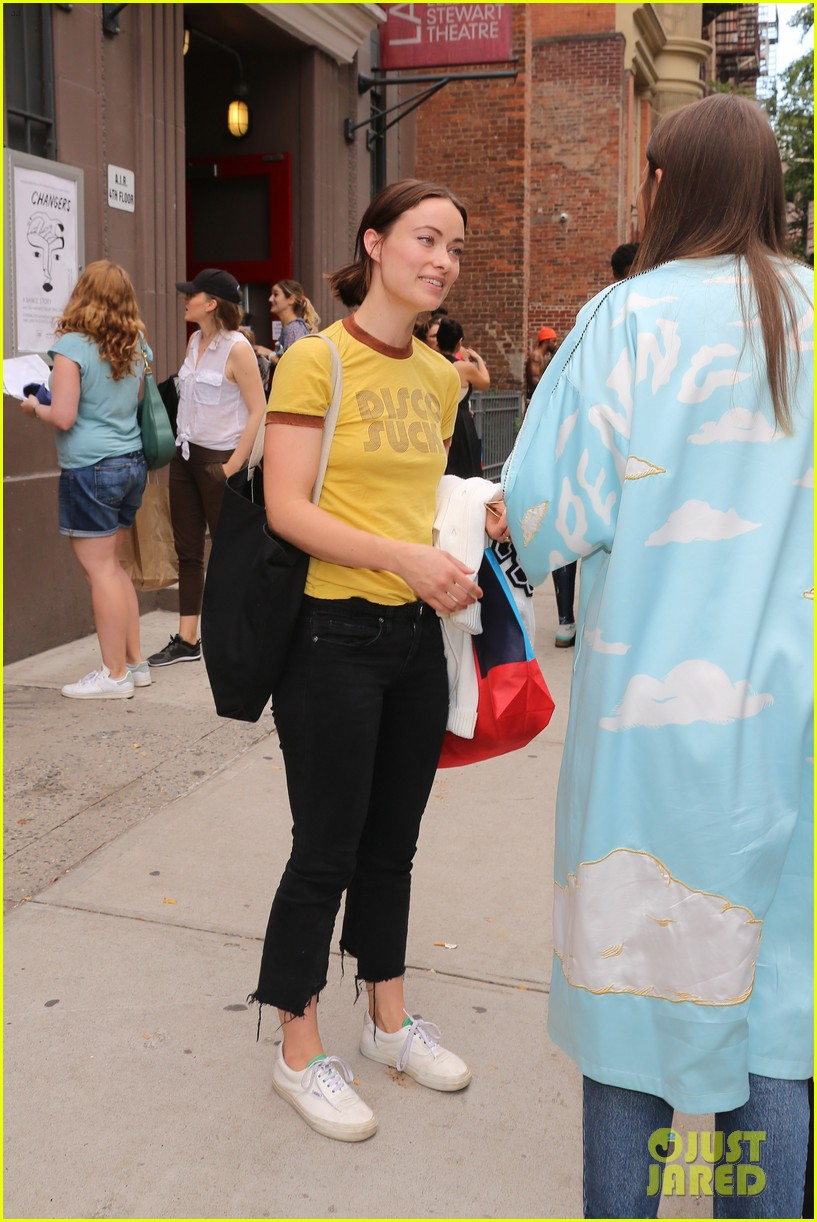 olivia wilde shares a super cute photo of daughter daisy 013959834