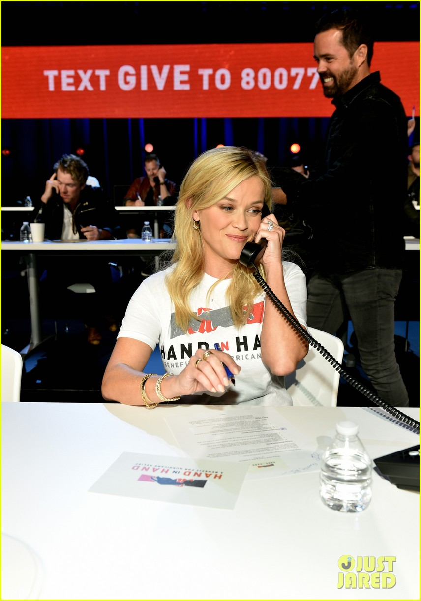 reese witherspoon nicole kidman join country stars at hand in hand 043955962