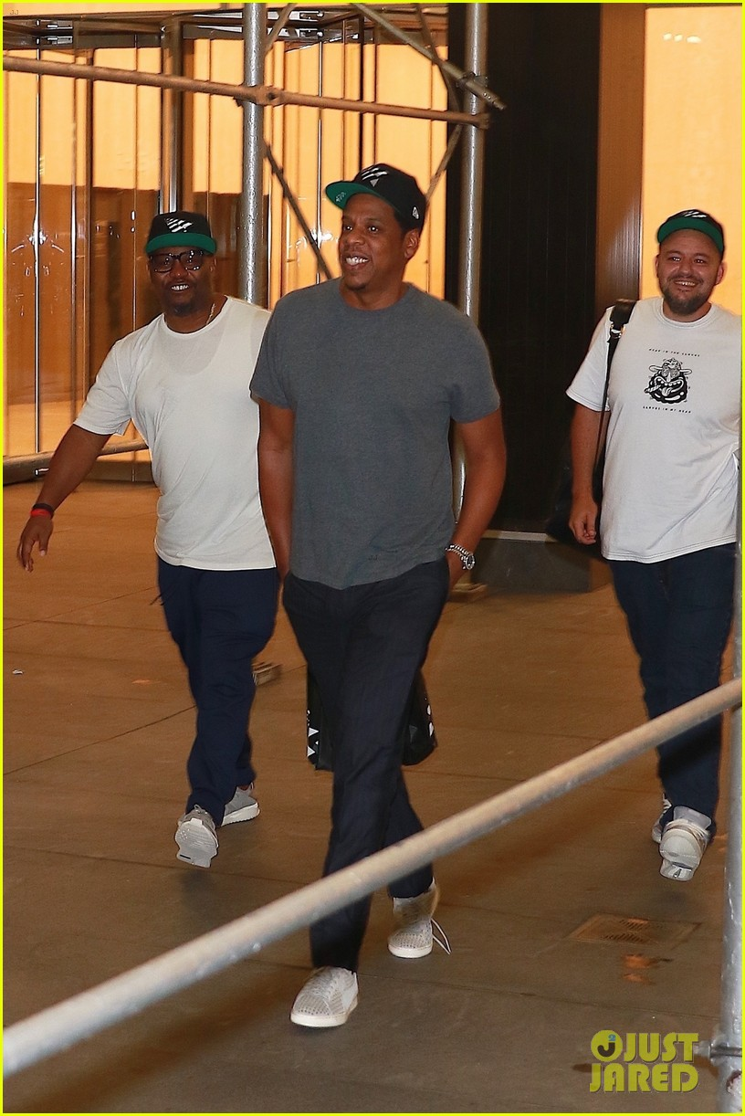 jay z enjoys a night out with friends in nyc 013966044