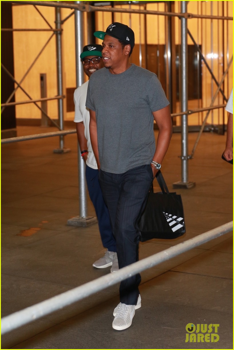 jay z enjoys a night out with friends in nyc 053966048