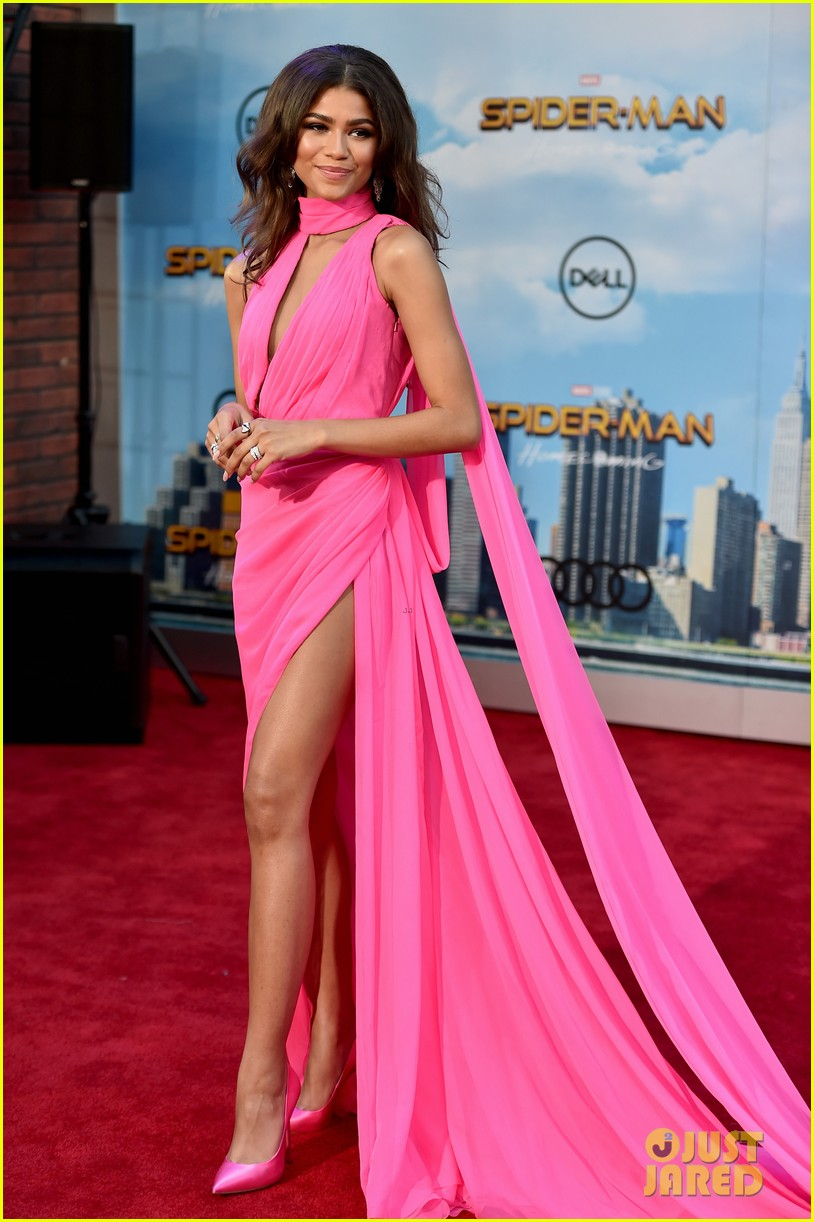 zendaya turns 21 explains why she wont start drinking 033949253