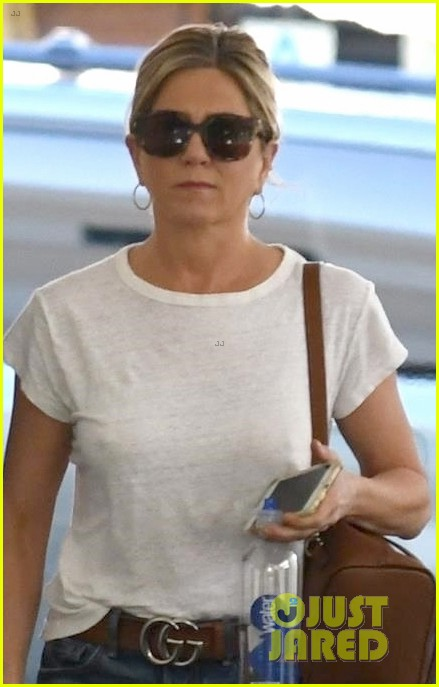 jennifer aniston steps out after donating to puerto rico relief 053974254