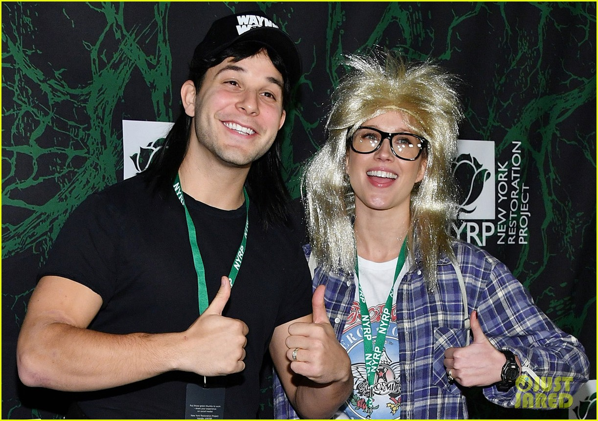 skylar astin and anna camp channel waynes world for halloween 043980028