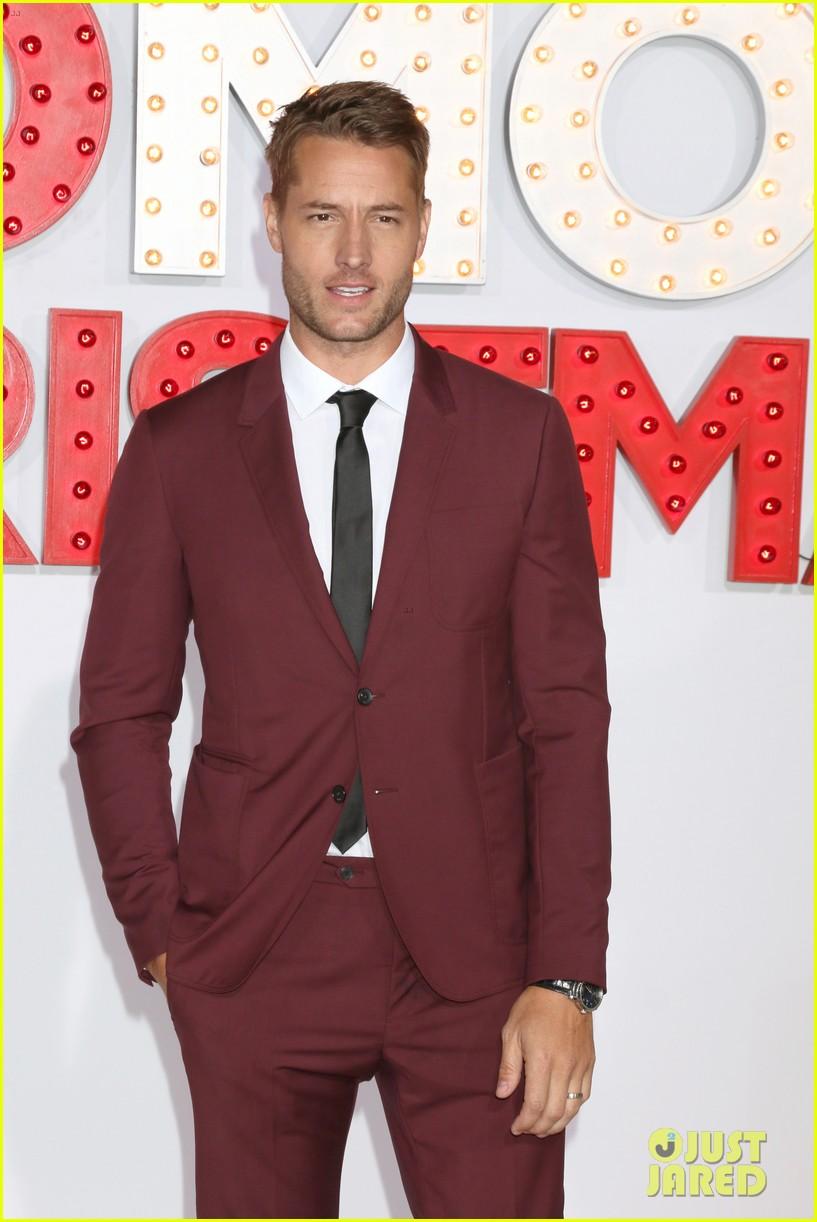 A Bad Moms Christmas Justin Hartley.Kristen Bell Justin Hartley Bring Spouses To A Bad Moms