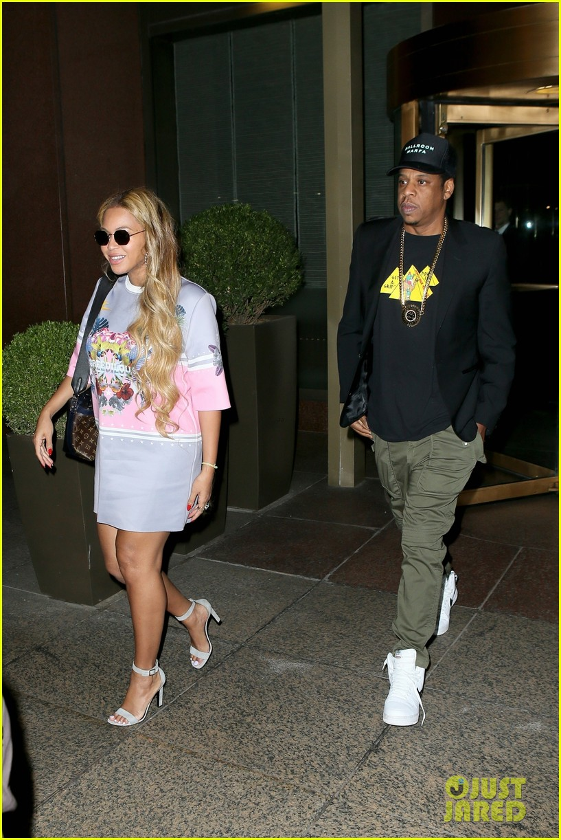 beyonce wears chic t shirt dress for date night with jay z 033967701