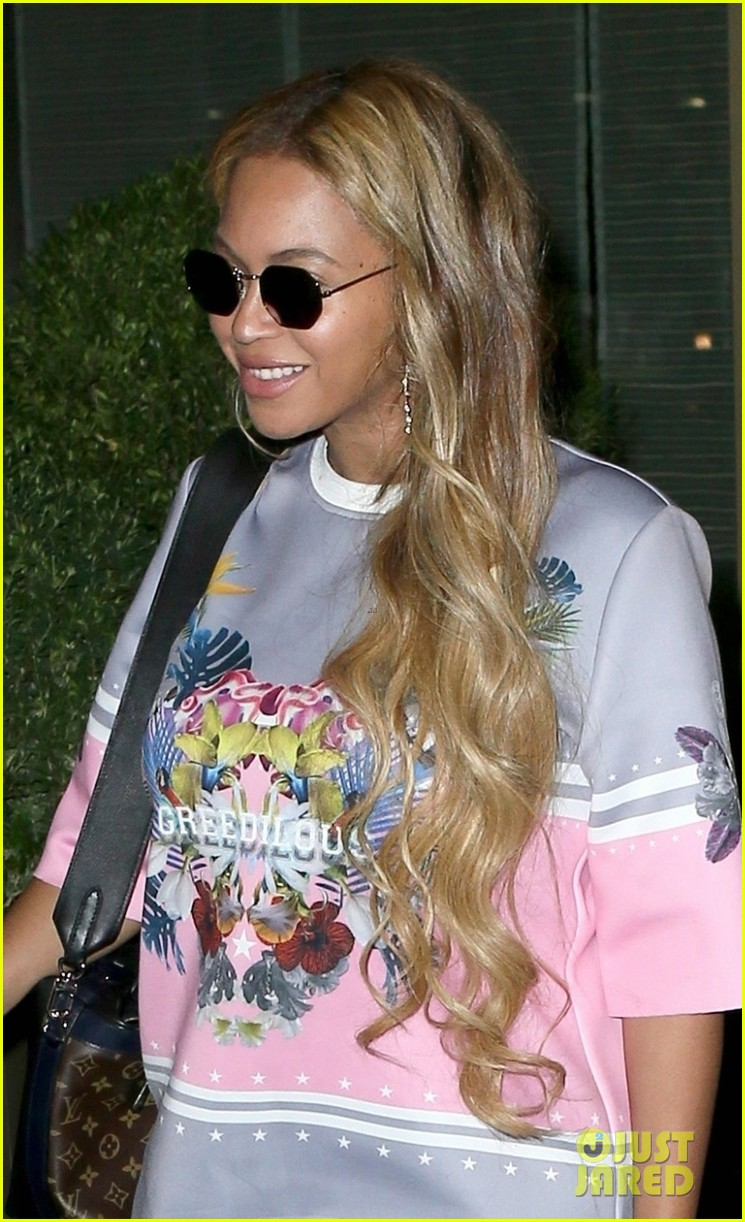 beyonce wears chic t shirt dress for date night with jay z 043967702