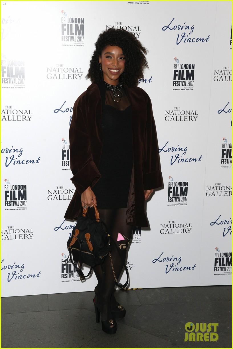 douglas booth suits up for loving vinent bfi london film fest premiere 093970426