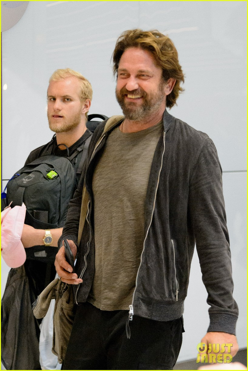 gerard butler arrives in london following motorcycle accident 013974691