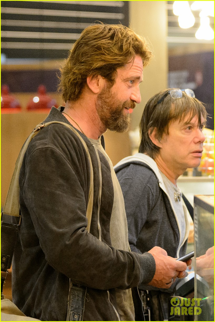 gerard butler arrives in london following motorcycle accident 043974694