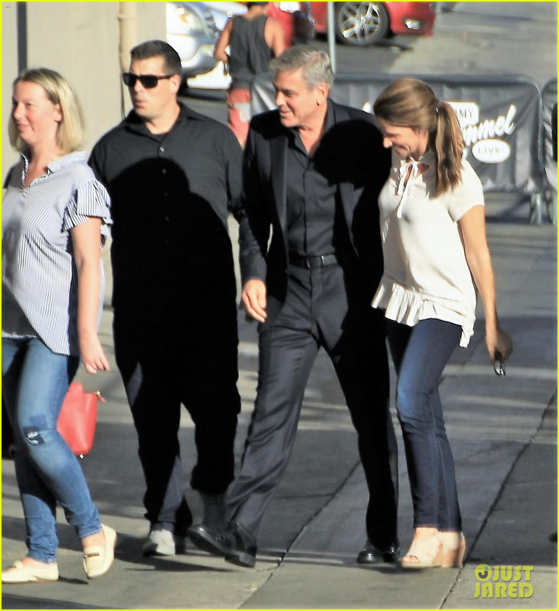 george clooney sneaks matt damon onto jimmy kimmel live as his twins manny 033977173