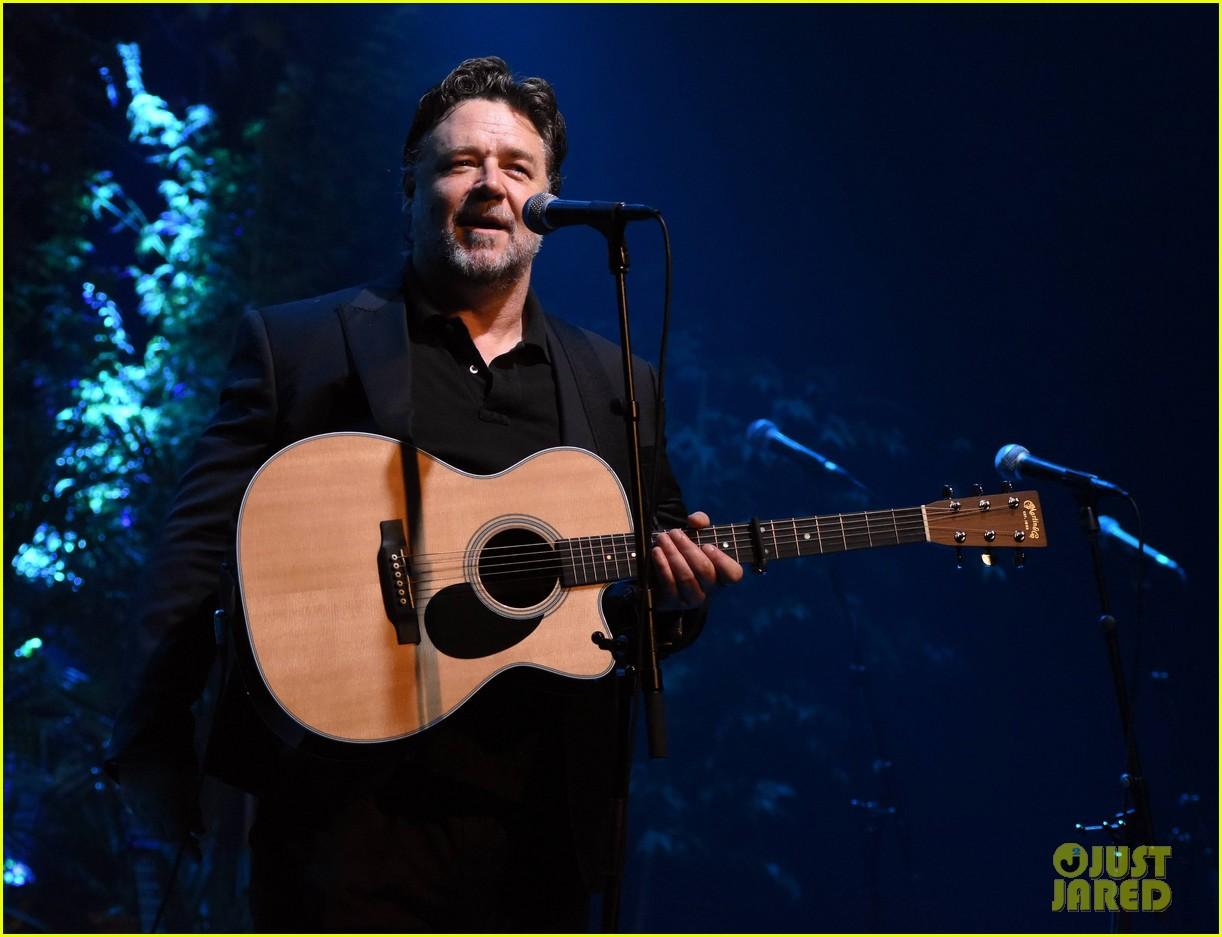 russell crowe closes out tour with band indoor garden party in dublin 023967069