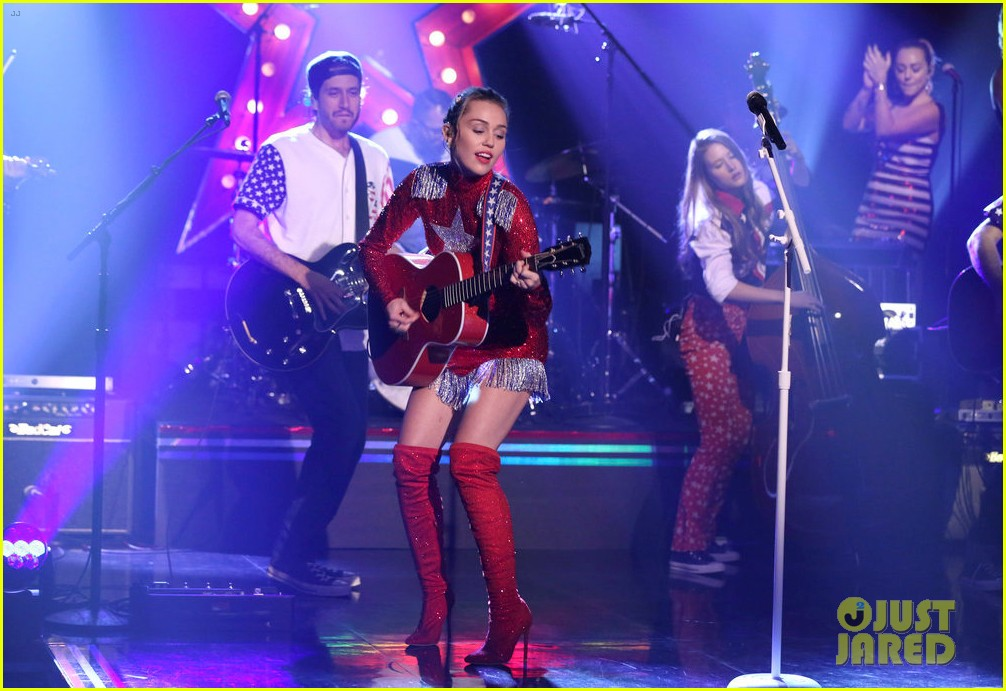miley cyrus performs these boots are made for walkin on tonight show clinton 013968333