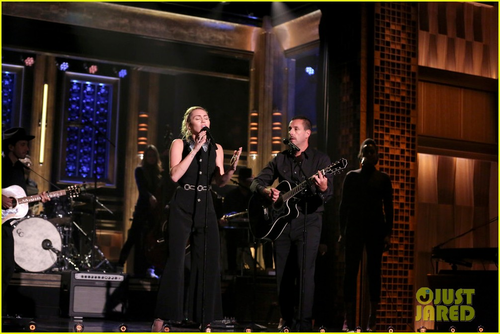 miley cyrus performs the climb on fallon as message of unity 063967300