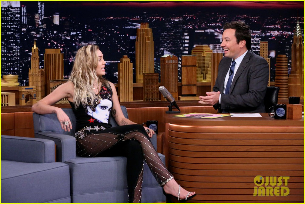 miley cyrus performs the climb on fallon as message of unity 083967302