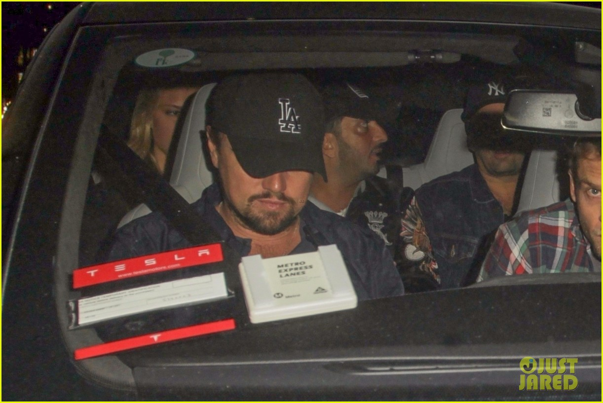 leonardo dicaprio leaves the club with friends 013975904