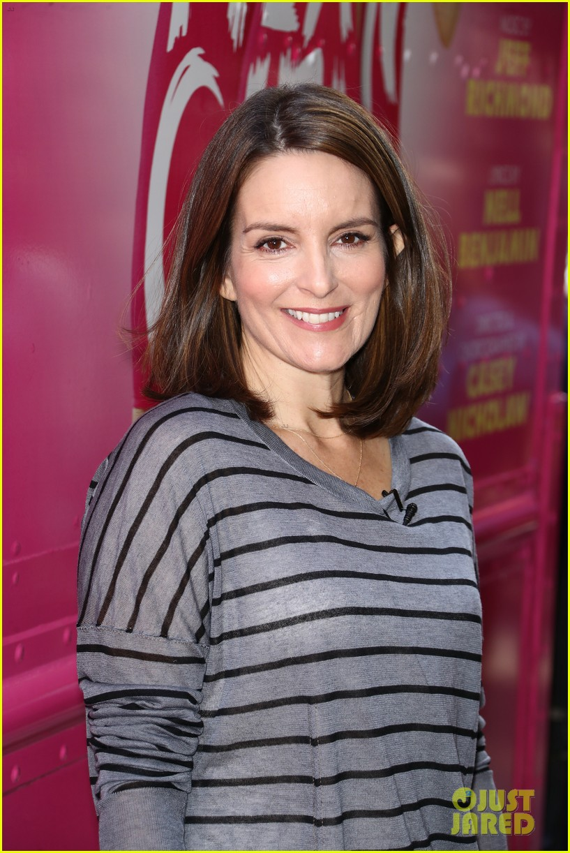 tina fey celebrates mean girls box office opening day with cheese fires truck 013967436