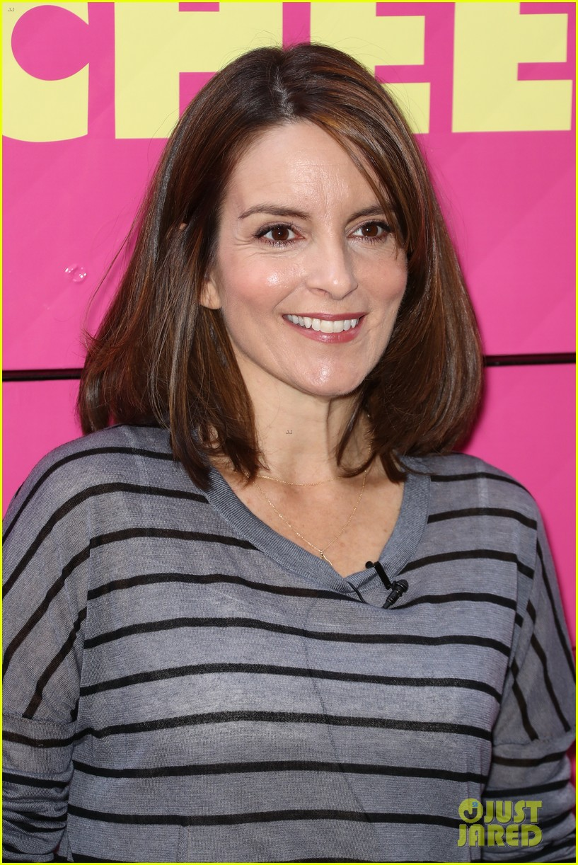tina fey celebrates mean girls box office opening day with cheese fires truck 043967439