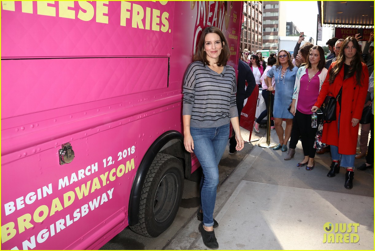 tina fey celebrates mean girls box office opening day with cheese fires truck 053967440