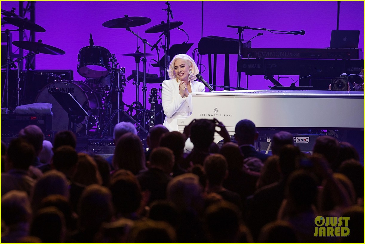lady gaga surprise appearance texas benefit 013976217