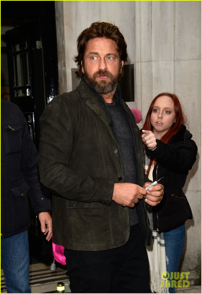 gerard butler meets fans in london 023975741