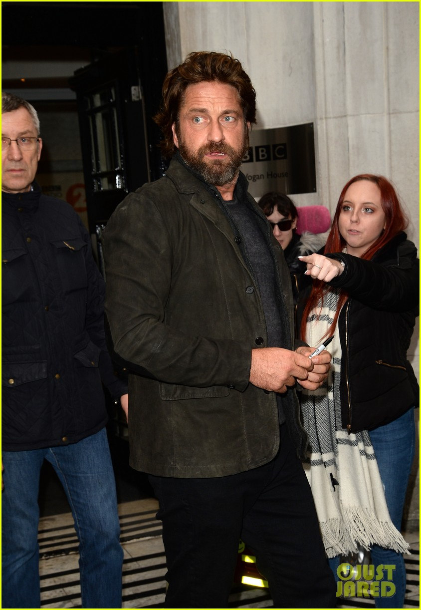 gerard butler meets fans in london 043975743