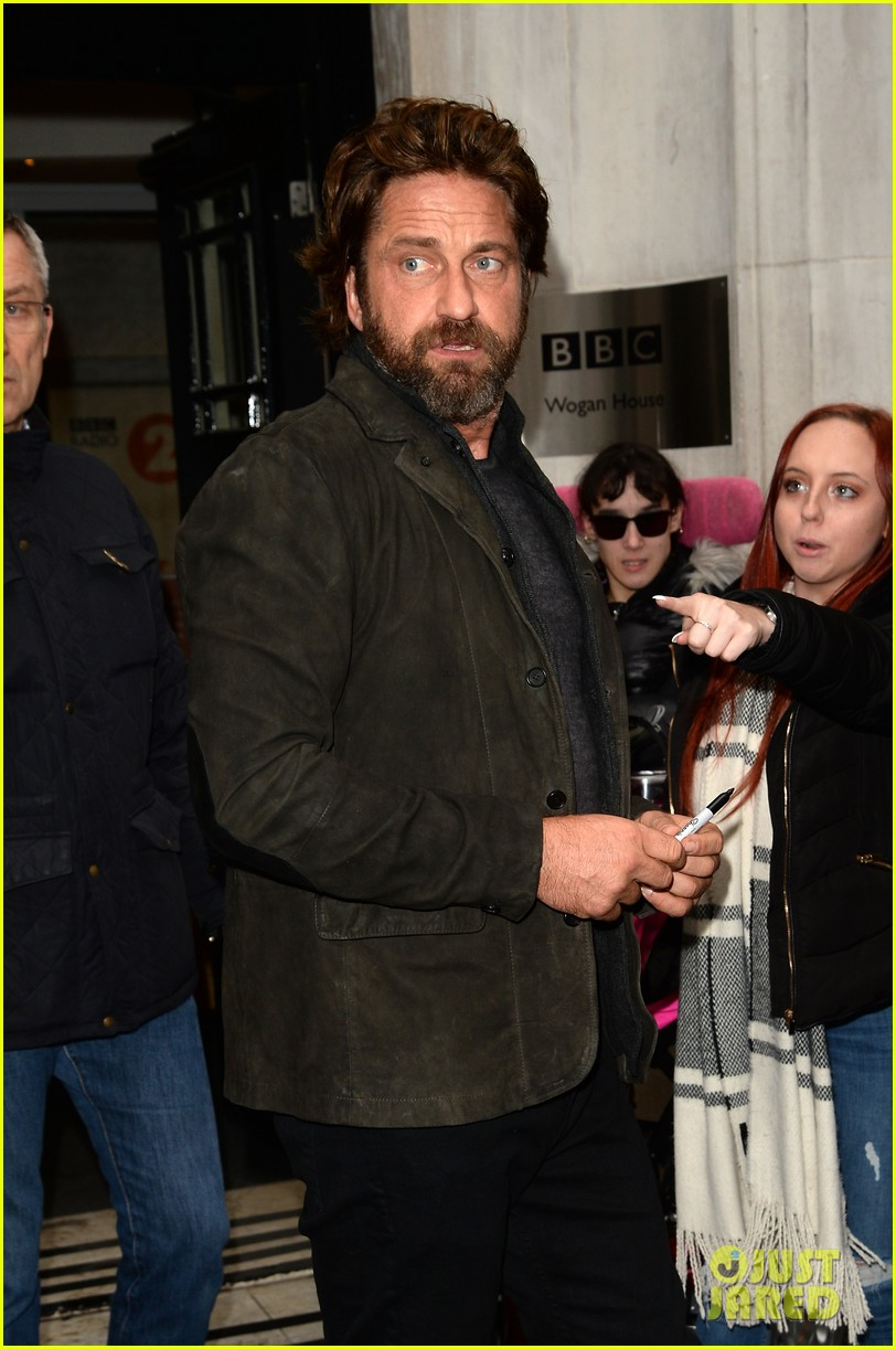 gerard butler meets fans in london 073975746
